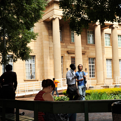 Students outside Cullen LIbrary