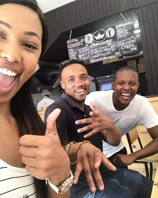 A Kota Kings customer gives the thumbs up to Loyiso and Tankiso