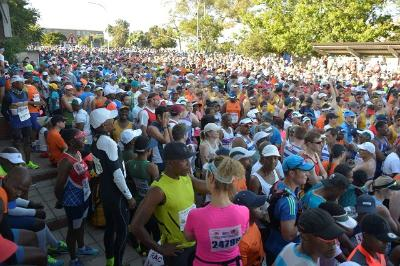 Runners in Yale Road await the start of the 2018 Varsity Kudus 15km road race