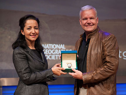 Lee Berger receiving the National Geographic Explorer of the Year award