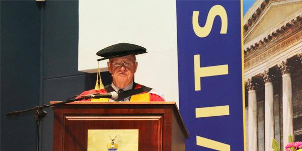 Prof. John Gear delivers the keynote address at the Faculty of Health Sciences graduation in December 2017 after receiving an honorary degree