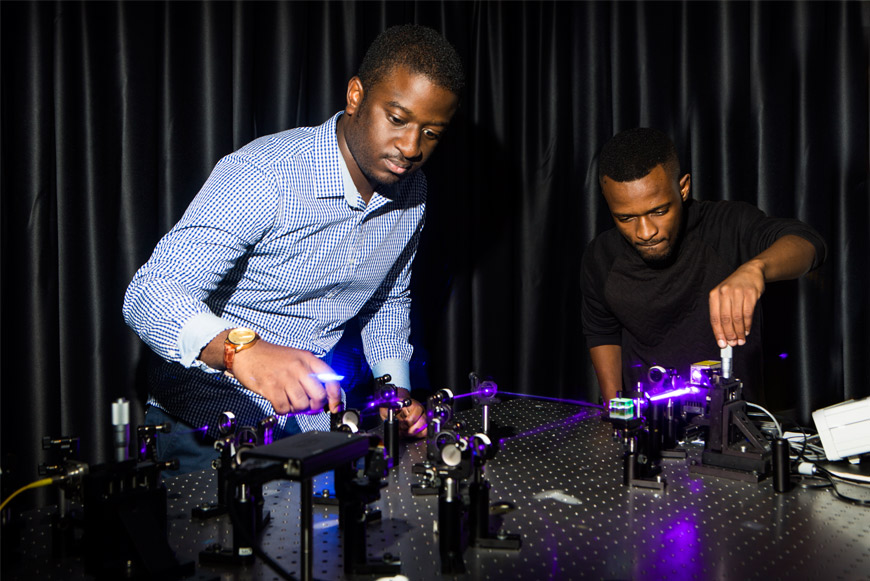 Bienvenu Ndagano (left) and Isaac Nape working on the quantum experiment. Credit: Wits University