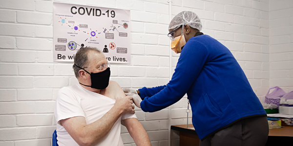 Prof. Martin Veller, Dean of Wits Faculty of Health Sciences, is vaccinated in SAs first Covid19 vaccine trial 600x300.