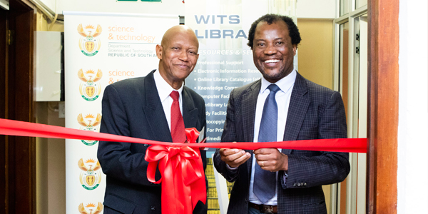 Dr Daniel Adams, Chief Director: Basic Sciences and Infrastructure, Department of Science & Technology and Professor Zeblon Vilakazi, Deputy Vice-Chancellor, Research and Postgraduate Affairs officially opening the new Wits Digitisation Centre