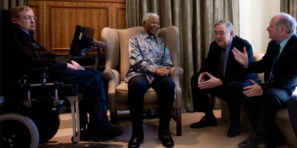 Professor Stephen Hawking meeting with former President Nelson Mandela, former foreign affairs minister Pik Botha, and Professor David Block from Wits University in 2008. © Nelson Mandela Foundation