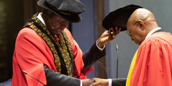 Peter Vundla received his honorary doctorate